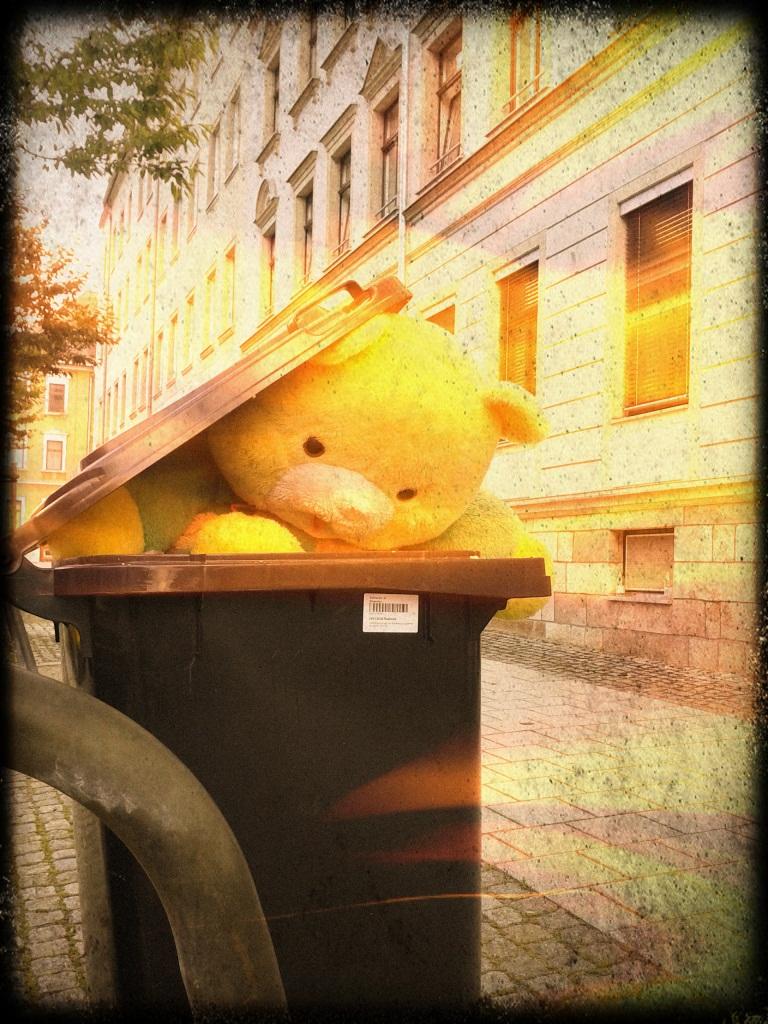 Karl-Marx-Stadt entsorgt seine Stofftiere